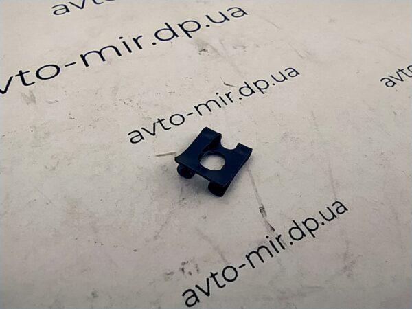 Скоба-фиксатор тяги замка двери ВАЗ 2108, 2112, 1118, 2170 БелЗАН